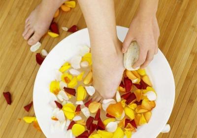 生姜水泡脚有哪些作用与功效 介绍常泡脚有四个作用